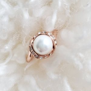Jewelry - Pearl/ cubic zirconia ring size 10